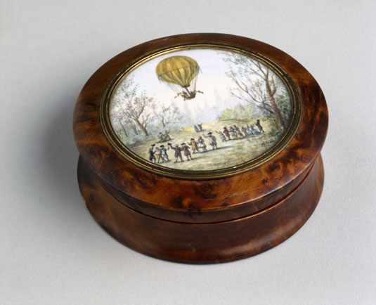 Wooden Snuff Box with Balloon