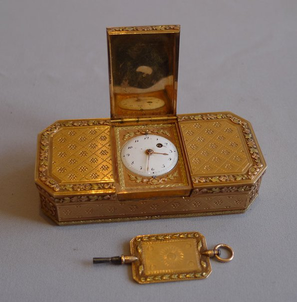 Gold Snuff Box with Clock